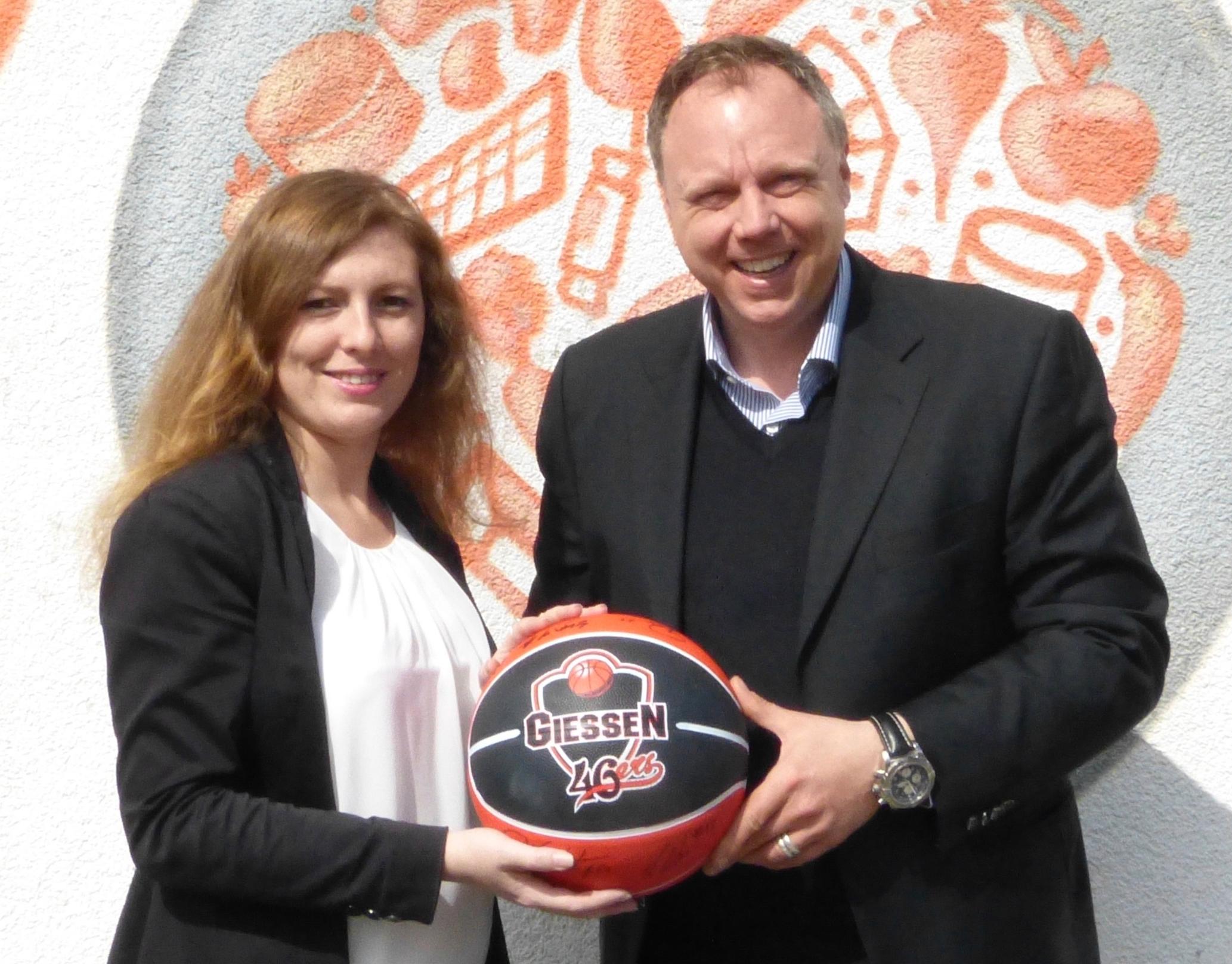 Anna Conrad und Heiko Schelberg freuen sich über die neue Partnerschaft.